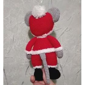 Вязаная игрушка на Новый год Дед Мороз - мышка вид сзади