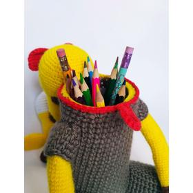 Вязаная Игрушка ЖИРАФ УЧЕНЫЙ - подставка для книг, пенал для ручек