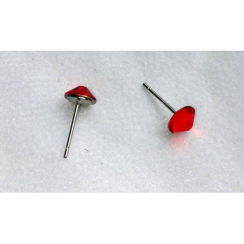 Сережки-гвоздики красные кристаллом Сваровски