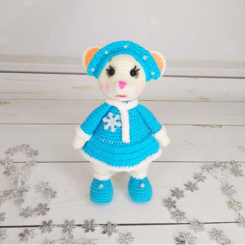 Вязаная игрушка Снегурочка мышка на Новый год